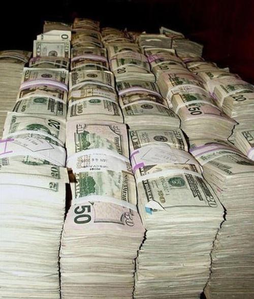 a2c31f5d28a6c7a1c7a3afc3effccb5c--stacks-of-money-cash-money